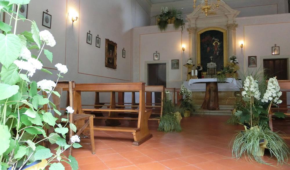 Allestimento di chiesa realizzato da Il Germoglio