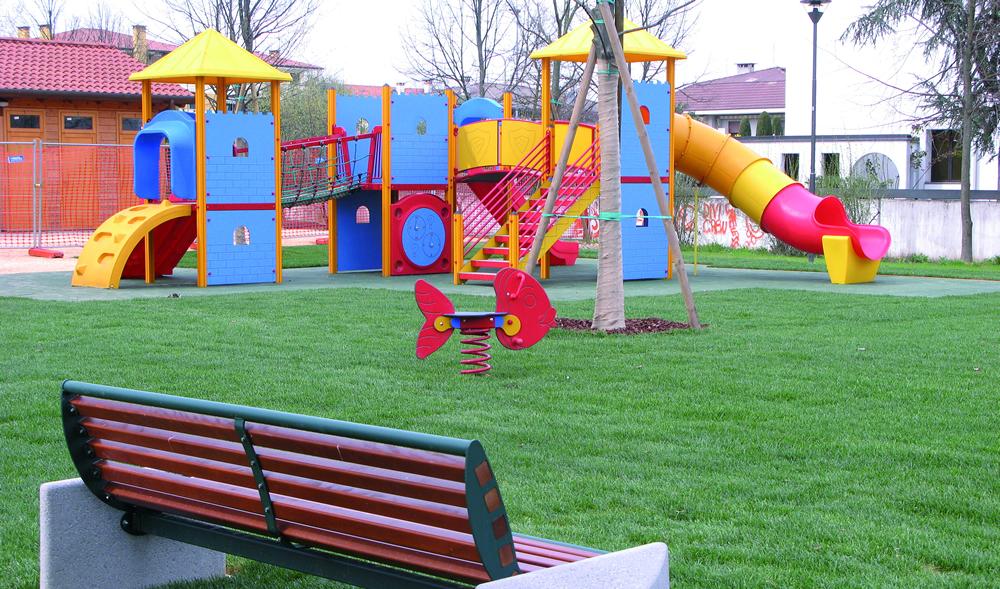 Realizzazione parco giochi per bambini il germoglio for Arredo parchi