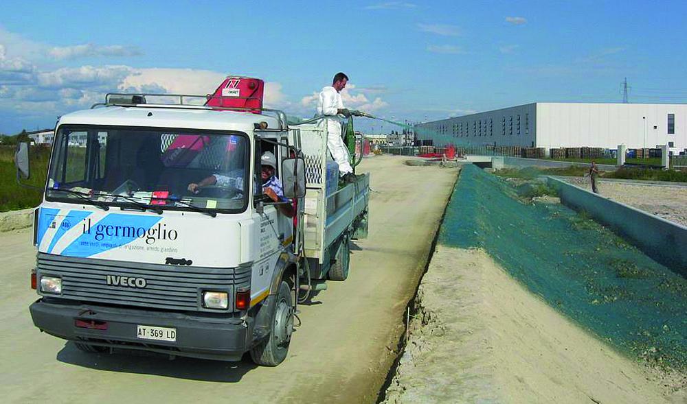Staff de Il Germoglio realizza opere di verde tecnologico