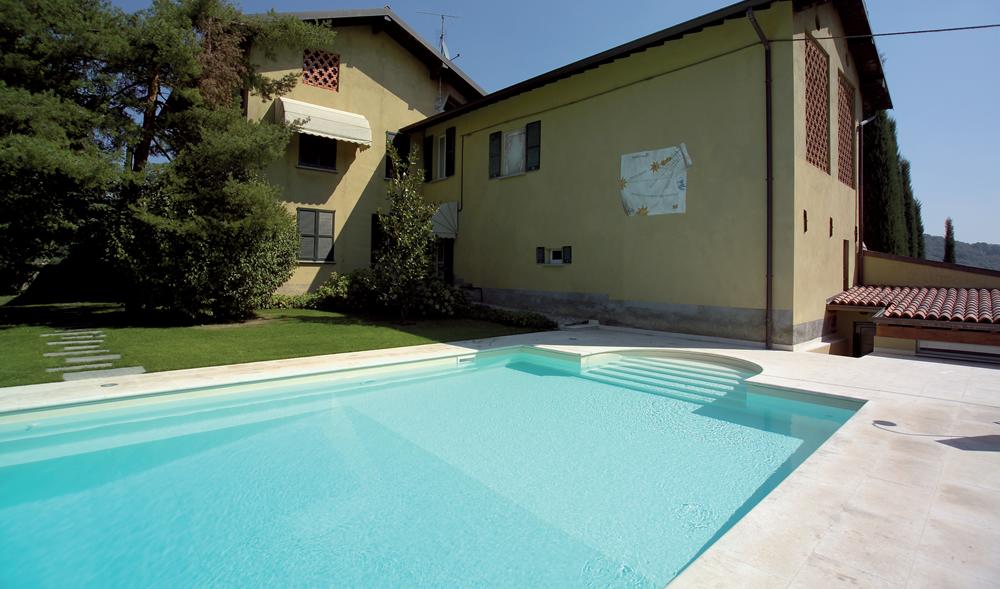 Piscina Castiglione a sfioro su residenza privata