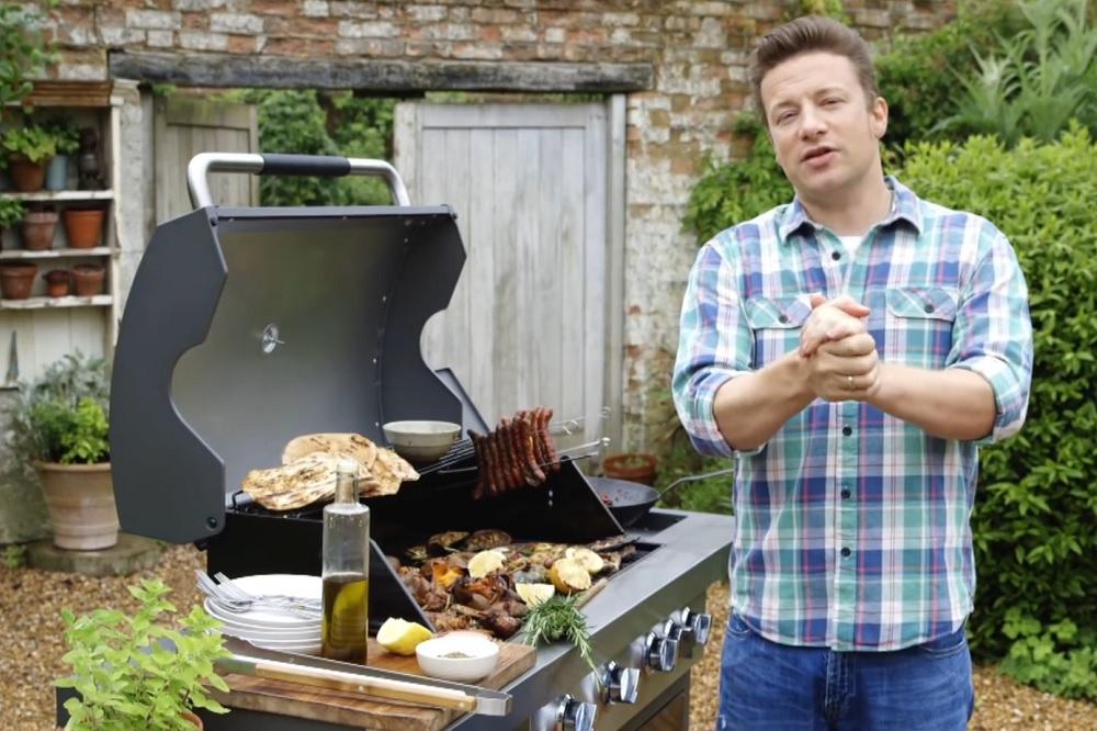 cucinare al barbecue i 10 consigli di jamie oliver blog