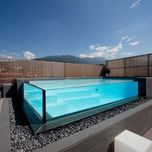 Come scegliere una piscina quale forma dove installarla - Quanto costa costruire una piscina ...