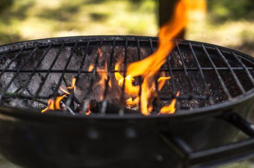 Come accendere il barbecue a carbone più velocemente thumb