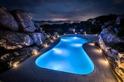 Come illuminare la piscina e trasformare il giardino in un sogno thumb